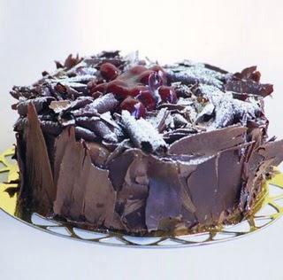 pasta yolla 4 ile 6 kisilik visneli çikolatali